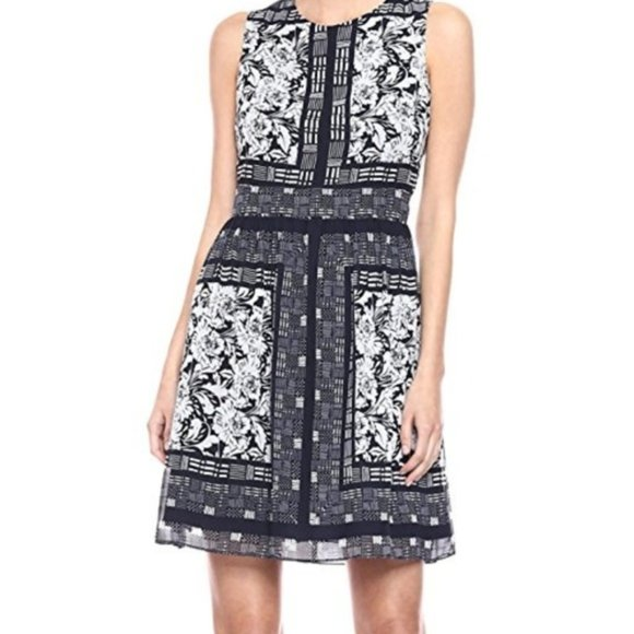 Vince Camuto Dresses & Skirts - NWT Vince Camuto Navy Floral Dress Pockets 8 10